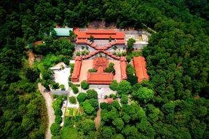 Toàn cảnh thế 'long chầu hổ phục' của chùa Non Nước