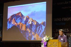 Giáo sư Đàm Thanh Sơn dự hội nghị vật lý quốc tế tại Quy Nhơn