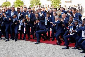 Nóng: Tiệc cúp vàng tuyển Pháp 'thăng hoa' cùng Tổng thống Macron
