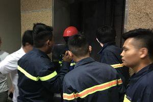 Cảnh sát giải cứu 10 người kẹt trong thang máy thư viện