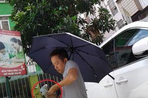 Một bãi xe không phép ngang nhiên hoạt động ở Thịnh Liệt - Hà Nội