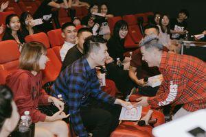 Vợ chồng Khởi My, Kelvin Khánh quậy tưng bừng trong buổi họp fan của Thanh Duy