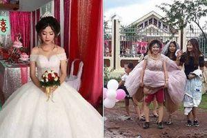 Đám cưới mùa mưa lũ: Quan viên hai họ rước dâu bằng thuyền, trâu và cả xách váy lội bùn đất cũng có