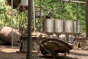 Nổ lò hấp tinh dầu 7.000 lít, 4 công nhân thoát chết