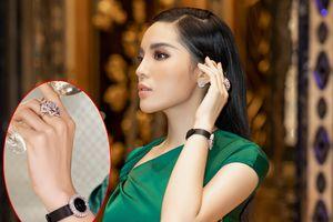 Hoa hậu Kỳ Duyên đeo đồng hồ 2 tỉ đi sự kiện