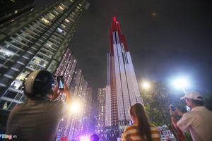Tòa nhà cao nhất Việt Nam rực rỡ trong pháo hoa và ánh sáng nghệ thuật
