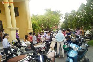 Hàng trăm giáo viên hợp đồng ở Thanh Oai đứng ngồi không yên trước nguy cơ mất việc