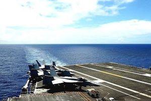 Cảnh phi cơ hạ cánh ngoạn mục trên siêu tàu sân bay USS Ronald Reagan