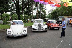 Những siêu xe vang bóng một thời hội ngộ trong khung cảnh Sài Gòn xưa