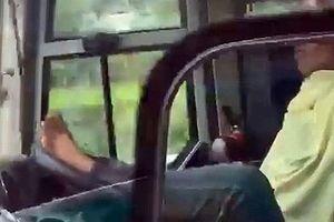 Tài xế dùng chân lái xe ở cao tốc Trung Lương – TP HCM bị sa thải