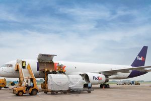 Khai trương tuyến vận chuyển hàng không nối Hà Nội với Quảng Châu