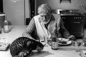 Văn hào Ernet Hemingway: Sóng gió cuộc đời