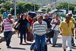 Khủng hoảng kinh tế, dân Venezuela ùn ùn kéo sang Colombia