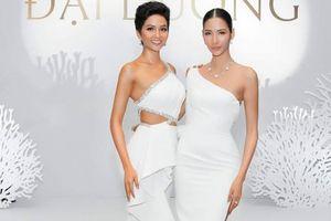 Hoa hậu H'Hen Niê, Á hậu Hoàng Thùy cùng khoe sắc vóc cuốn hút