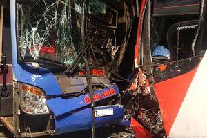 2 xe khách giường nằm tông nhau ở Quảng Nam, 17 người thoát chết
