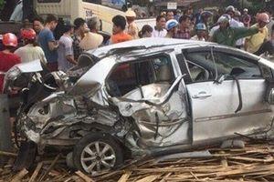 Nam Định: Tàu hỏa tông trực diện ô tô, 1 người tử vong