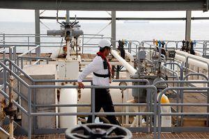 Giá dầu giảm mạnh nhờ mối lo nguồn cung tại Iran hạ nhiệt