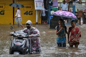 Người dân Ấn Độ khốn khổ vì ngập lụt kinh hoàng
