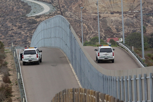 Mỹ bắt đầu xây dựng bức tường biên giới với Mexico