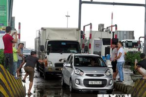 Tài xế liên tục dừng xe phản đối, BOT Mỹ Lộc 'thất thủ'