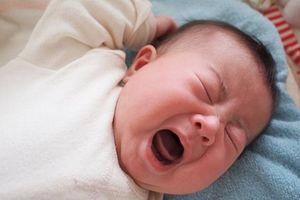 6 điều trẻ sơ sinh sợ hãi nhất, mẹ thường bỏ qua nên con quấy khóc, còi cọc