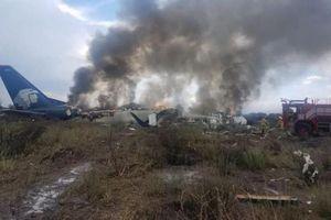 Máy bay rơi ở Mexico chở 101 người