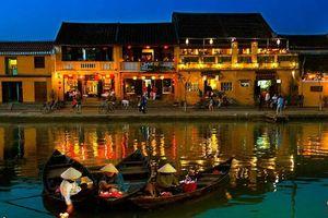 Đêm Hội An nhộn nhịp bên dòng sông Thu Bồn