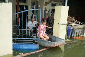 Dân 'rốn ngập' thứ 2 của Hà Nội bị cô lập suốt 15 ngày qua