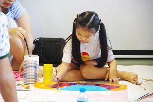 Trẻ em 'Vẽ lên cổ tích' giữa đời thường