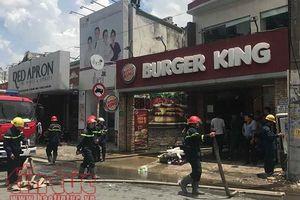 Cháy cửa hàng Burger King, thực khách hoảng loạn tháo chạy