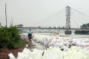 Ngập lụt nặng ở Chương Mỹ: Hà Nội sẽ đề xuất kè đê sông Bùi bằng bêtông