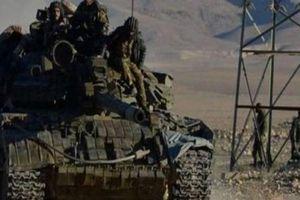 IS tấn công dữ dội sân bay quân sự, quân đội Syria xông lên trả đũa
