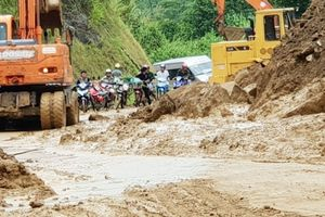 Lào Cai: Quốc lộ 279 tạm thời thông xe sau nhiều ngày ách tắc
