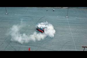 Video quá trình biến Bugatti Veyron thành siêu xe dẫn động cầu sau
