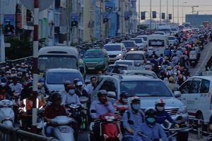TP.HCM hạn chế lưu thông qua khu vực cầu Kênh Tẻ