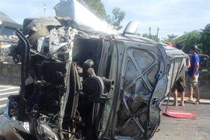 Phá cửa giải cứu 3 người mắc kẹt trong cabin ôtô
