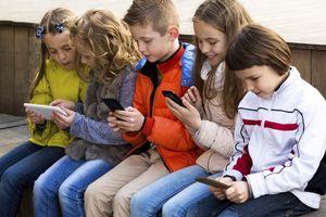Pháp: Cấm sử dụng điện thoại thông minh trong trường học