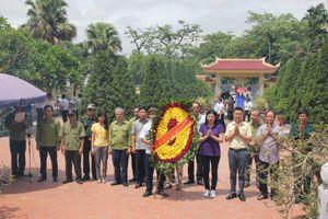 Đảng ủy cùng các tổ chức đoàn thể Bộ Công Thương dâng hương tưởng niệm các anh hùng liệt sĩ