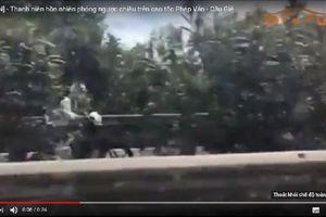 Clip: Xe máy hồn nhiên phóng ngược chiều trên cao tốc Pháp Vân- Cầu Giẽ