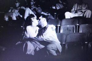 Vì sao các cặp đôi ngày càng liều lĩnh 'yêu' nơi công cộng?