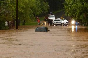 Mỹ sơ tán khẩn cấp thành phố 80.000 dân vì nguy cơ vỡ đập
