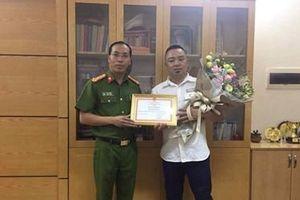 Phóng viên báo Người Đưa tin được cơ quan của bộ Công an khen thưởng