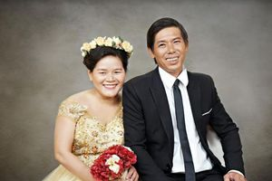 Bộ ảnh cưới giản dị, đầy xúc động của 15 cặp đôi khuyết tật