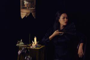 Nguyệt 'Thảo mai' hóa góa phụ đen mang vẻ đẹp ma mị trong bộ ảnh mới