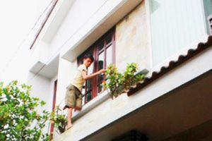 Bắt 2 tên trộm chuyên đột nhập nhà cao tầng lấy cắp tài sản