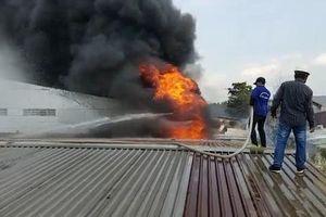 Clip: Cháy lớn khu công nghiệp ở Hóc Môn, TP.HCM