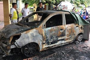 Ô tô của đại úy CSGT bị đốt cháy rụi trước cổng trụ sở