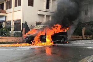 Xe hút bể phốt dập lửa khi ôtô khách bốc cháy ở Sa Pa