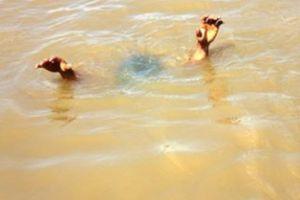 Đi chăn dê, nhảy xuống ao tắm, 2 anh em đuối nước thương tâm