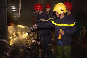 Cảnh sát PCCC cứu 5 người dân trong đám cháy lúc rạng sáng